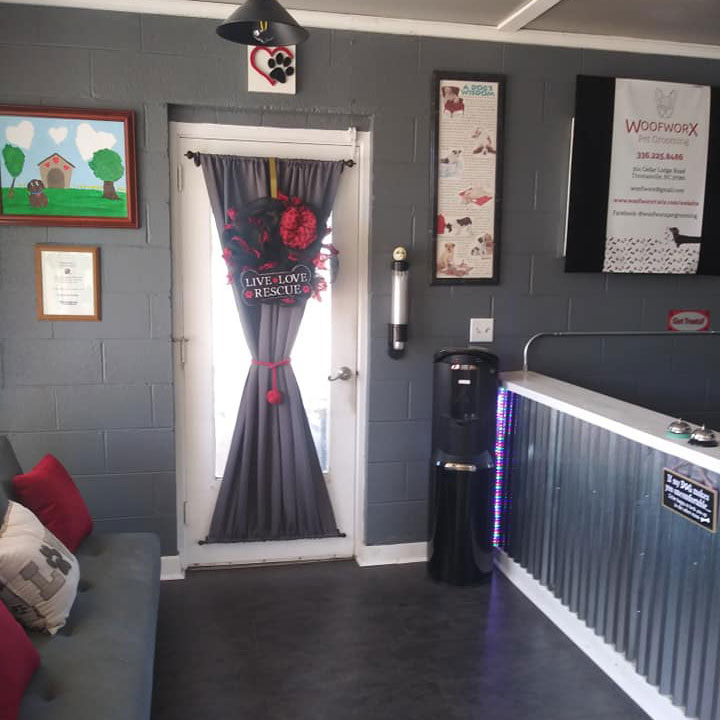 Front door for Woof Worx Pet Grooming